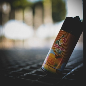 Líquido para vapeo 🥰  en formato de 100ml para rellenar hasta 120 ml con sabor a Mango 🥭 maduro de la variedad Kent. Tiene una dulzura intensa y un ligero toque de melocotón 🍑. Nuevamente nos llega desde el Perú 🇵🇪 este líquido de gran sabor y bien fresco 🧊.   ☘️ Líquido libre de sucralosa, de esta manera no vapearas un producto que no está hecho para calentarse. Tus resistencias y algodones durarán muchísimo más.  #vape #vapelife #vapenation #vapecommunity #vapeporn #vaping #vapfip #skunkcbd #vapor #vapers #vapetricks #vapeshop #vaper #vapelyfe #vapestagram #vapedaily #instavape #eliquid